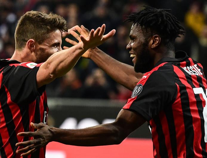 Franck Kessié (rechts) viert zijn benutte strafschop met Fabio Borini.