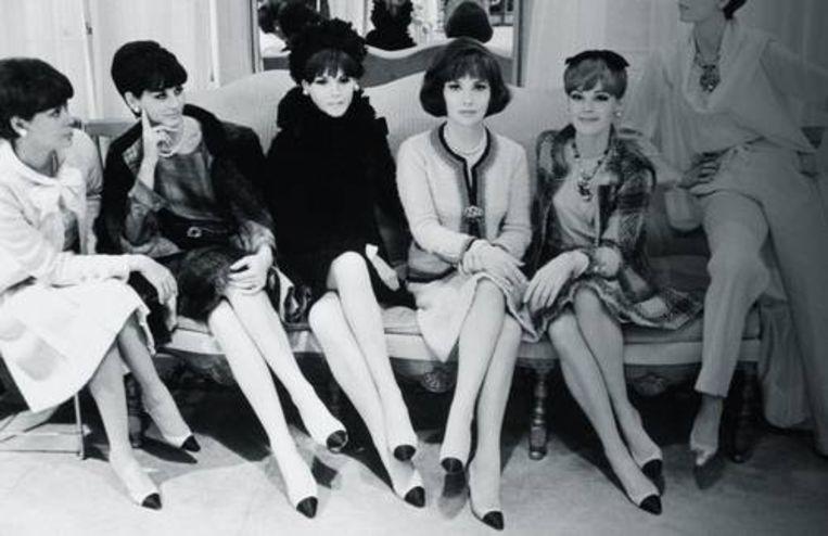 De iconische tweekleuren schoen van Chanel