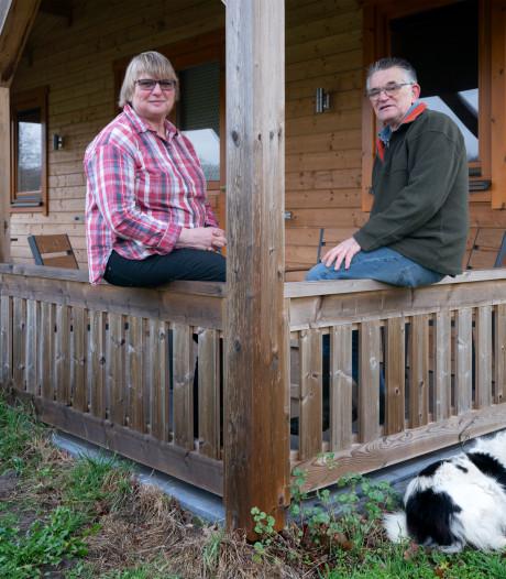 Jan en Mariet Muskens geven het stokje van hun Drunense kampeerboerderij De Schaapskooi over