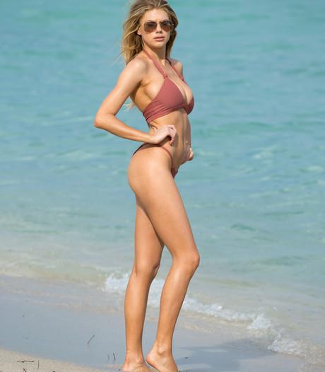 Nieuwe Pamela Anderson gespot op strand van Miami