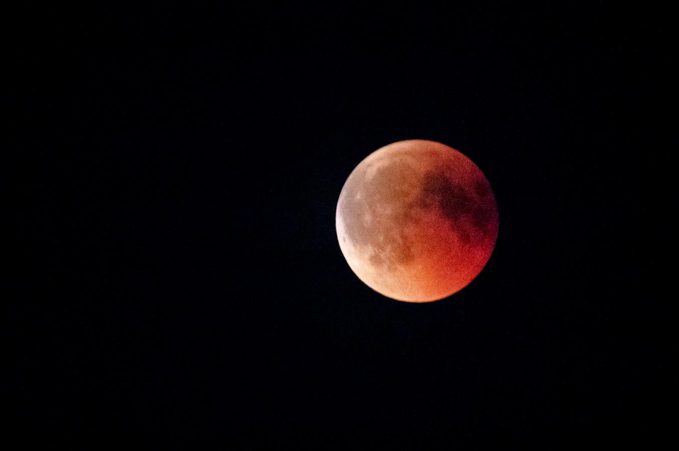 Op 27 juli 2018 kleurde de maan bloedrood door een totale maansverduistering. Het was de langste eclips van de eeuw.