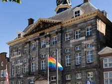 Wat is er mis met de klokken van het stadhuis in Den Bosch, waar plots een 'prachtig belachelijke compositie' uitkomt?