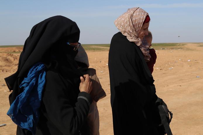 Europese jihadistes in Syrië. De vrouwen op de foto zijn niet Senabel Al N.