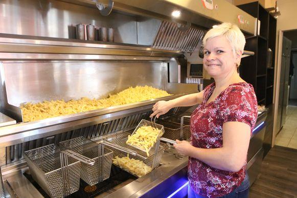 Lobke Wollants in haar frituur.