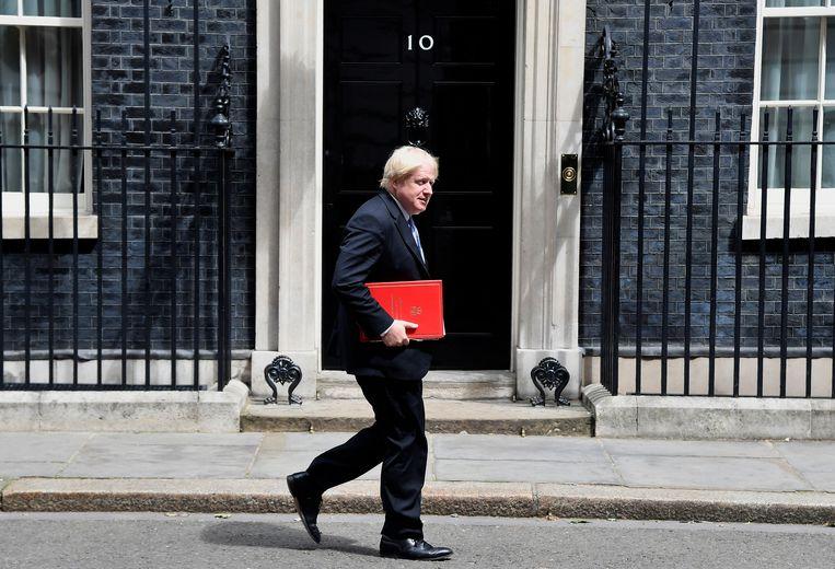 Boris Johnson loopt langs de ambtswoning van de Britse premier aan Downing Street, op 9 juli 2018. Beeld REUTERS