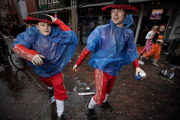 Slecht weer tijdens carnaval in Eindhoven.