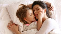 Vier op de tien ouders slapen minder dan 6 uur per nacht