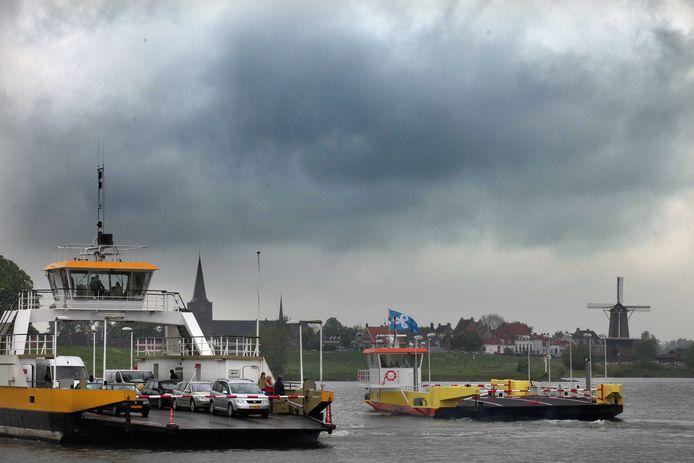 Het destijds nieuwe veer van Eck en Wiel kwam een paar jaar geleden langs zijn grote broer het veer van Wijk bij Duurstede.