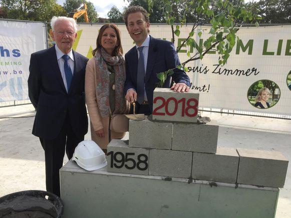 V.l.n.r.: Corneel Verstraeten (eredirecteur), Ann Vermaelen (directeur GO CLB Lier) en huidig schooldirecteur Christophe Van Wambeke bij de eerstesteenlegging.