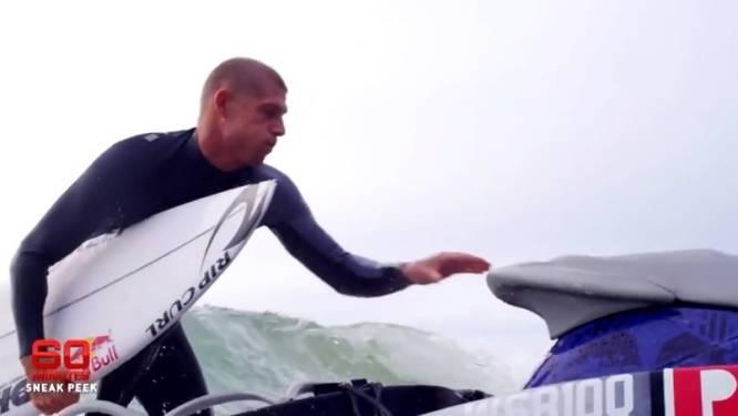 Mick Fanning botst bij terugkeer in het water opnieuw op een haai