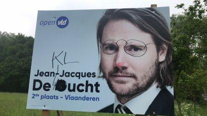 Verkiezingsborden Open Vld beklad: De Gucht wordt De Klucht en Carina Van Cauter is 'altijd zat'