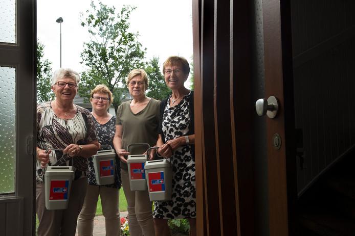 Vijf jubilarissen zetten zich al 40 jaar inzetten voor de KWF kankerbestrijding in Babberich. V.l.n.r. Dinie Kloppenburg, Willy Bouwman, Dinie Schipper, Maria Tanck