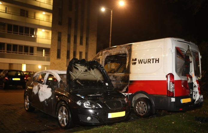 Auto's in brand op de Admiraliteitslaan Den Bosch.