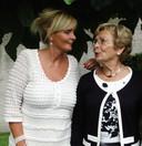 Ankie van Tilborg en haar moeder.