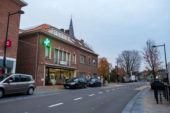 Er zijn twee verdachten gearresteerd i.v.m. de overval op apotheek Borms in het centrum van Hove.