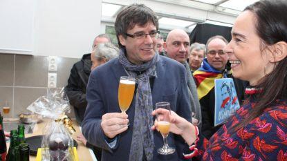 Puigdemont spreekt op nieuwjaarsreceptie... en geniet van een geuze