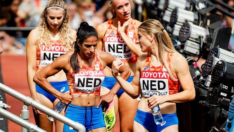 De 4x400 meter dames druipen af na de diskwalificatie Beeld anp