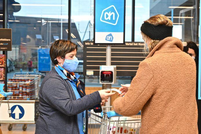 De klanten vonden gezapig hun weg naar de nieuwe supermarkt.
