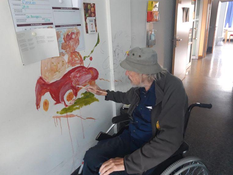 Karikaturist Nesten schilderde op de muur zijn droom om door Vlaanderen te reizen.