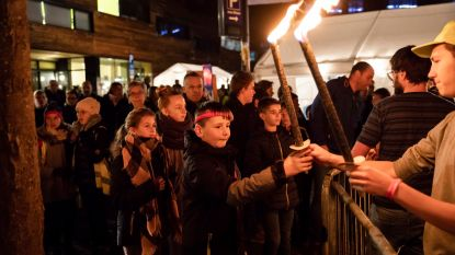 1000 Limburgse jongeren brengen met fakkeltocht licht in de wereld