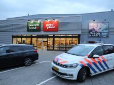Boerenbond in Waalwijk overvallen door twee agressieve mannen met bivakmutsen, politiehelikopters zoeken daders