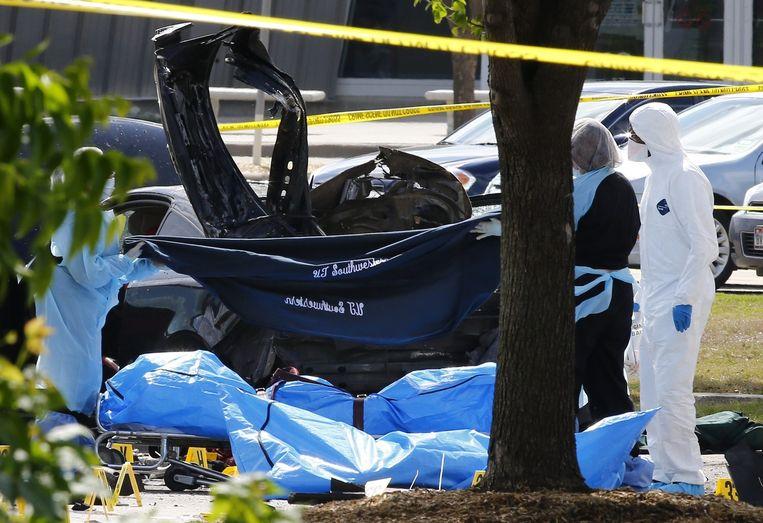 Bij de aanslag op de spotprentbijeenkomst in Garland verwondden twee terroristen een agent. Ze werden nadien doodgeschoten.