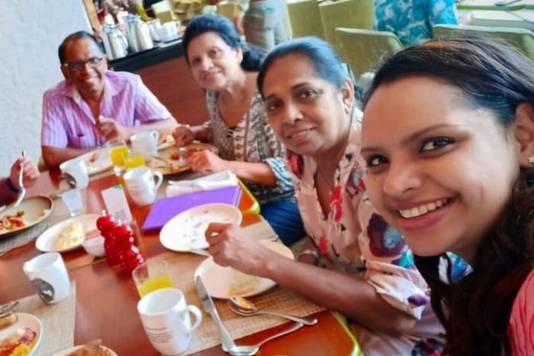 Shantha Mayadunne maakte vlak voordat het mis ging in het Shangri-La Hotel deze foto tijdens het paasontbijt.