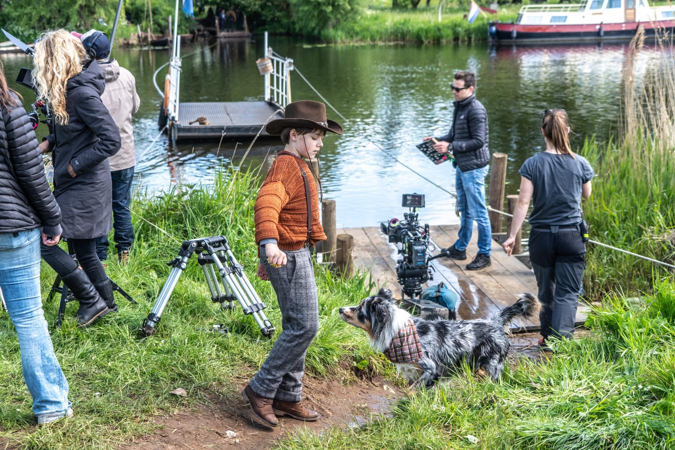 Bij het Haersterveer tussen Zwolle en Hasselt zijn dinsdag de hele dag scènes opgenomen voor de film Kruimeltje 2, die begin volgend jaar in première gaat.