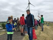 Verwondering over imposant grote windmolens