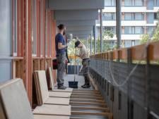 In deze Edese flat leven bewoners noodgedwongen in een bouwput