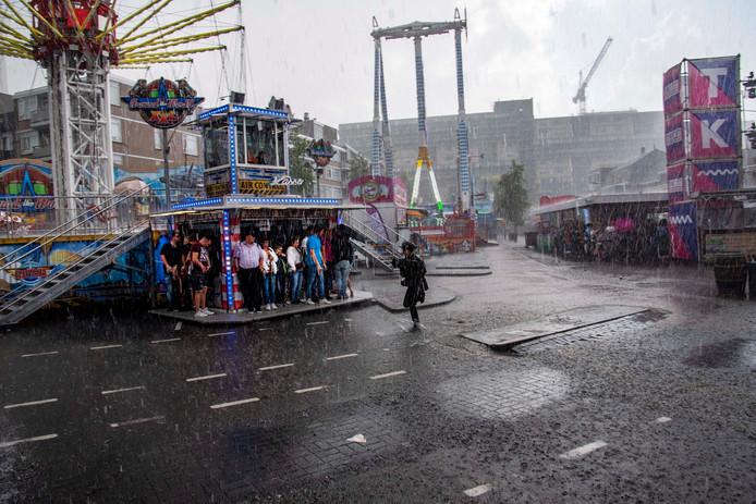 Niet veel later begon het heel hard te regenen