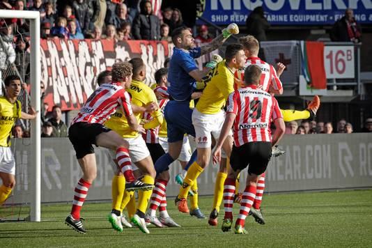 Actiemoment tijdens de laatste editie van Sparta - VVV in 2015, toen nog in de Jupiler League.