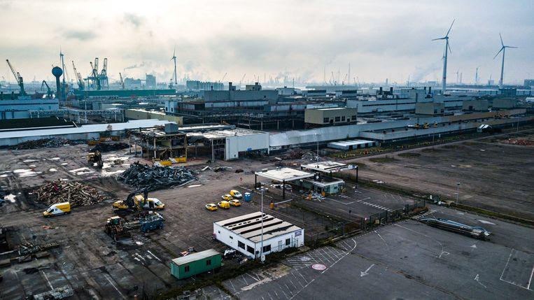 De sloop van de vroegere Opelfabriek duurt nog een jaar. De site wordt daarna voor de helft voorbehouden aan innovatieve bedrijven in de duurzame chemie. Zo komen er projecten om CO2 om te zetten in nieuwe, milieuvriendelijke producten.
