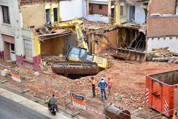De werfkraan zakte weg in de grond onder het voormalige jeugdhuis DieZie.