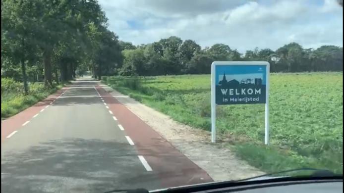 Meierijstad plaatst overal op de gemeentegrenzen nieuwe komborden. Met die grens heeft de gemeente aan de Goordonksedijk waarschijnlijk toch een foutje gemaakt.