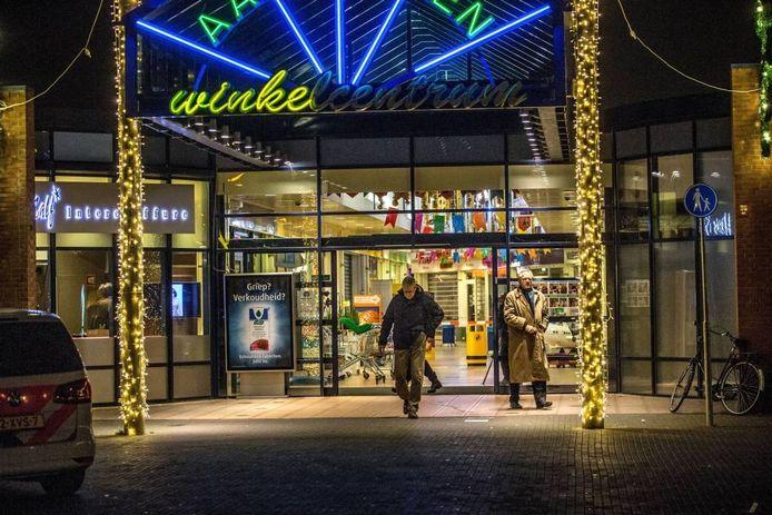 Eind 2014 werd winkelcentrum Aa LAnden opgeschrikt door een steekpartij waarbij een straatmuzikant het leven liet en een andere man zwaargewond raakte. Gisterenavond was het winkelcentrum het toneel van gewelddadige jeugd.