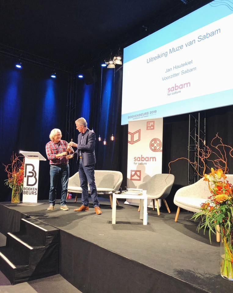 De Bel kreeg de prijs uit handen van Sabam-voorzitter Jan Hautekiet