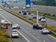 A2 richting Den Bosch korte tijd dicht door ongeluk met 6 auto's bij Veldhoven