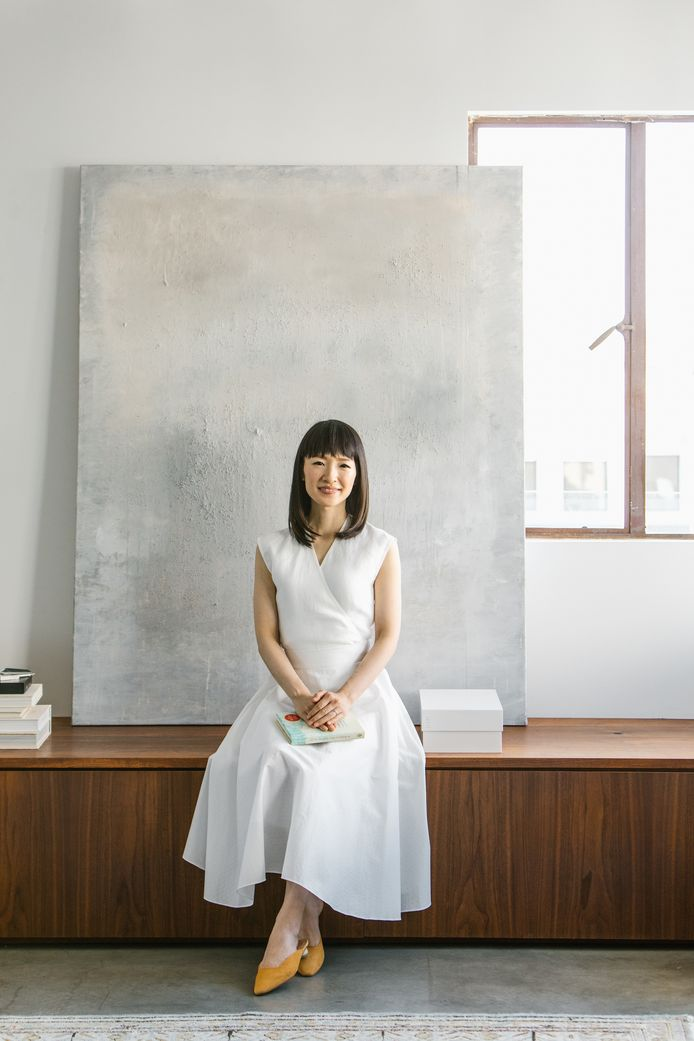 Opruimcoach Marie Kondo, bekend van de KonMari-methode, helpt ons in haar nieuwe boek aan een werkplek 'waar je blij van wordt'.