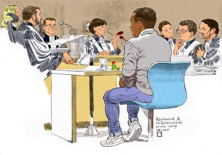 Rechtbanktekening van Rahiied A.. De 23-jarige verzorger uit Rotterdam staat terecht voor vier moorden en 8 pogingen daartoe in 2016 en 2017 op bejaarde bewoners/patiënten van verpleeg- of verzorgingstehuizen.  Beeld ANP