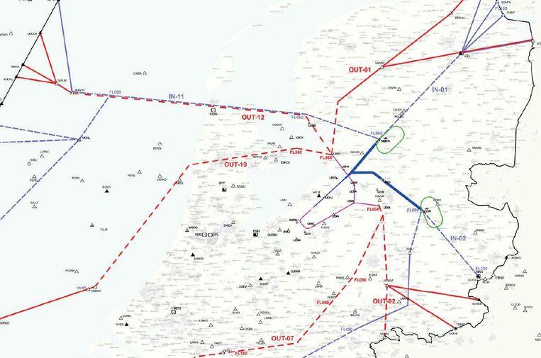 De nieuwe vliegroutes van en nar lelystad Airport, dat in het midden van de kaart ligt Beeld LVNL