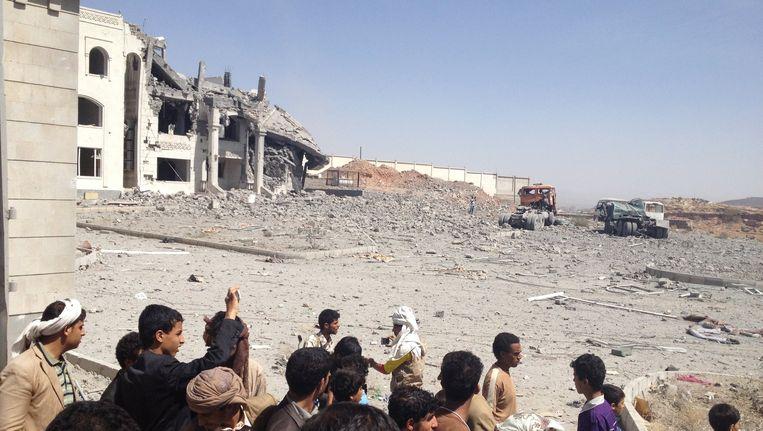 Ook het huis van de militaire commandant van de Houthi-rebellen, werd gebombardeerd. Beeld REUTERS