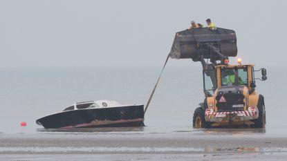 Twee vermoedelijke mensensmokkelaars aangehouden voor gekapseisd bootje met 14 vluchtelingen in De Panne