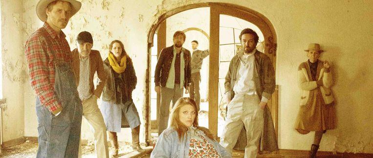 De cast van 'Bagaar', met o.a. Pieter Genard, Koen De Graeve, Charlotte Vandermeersch en Katelijne Damen