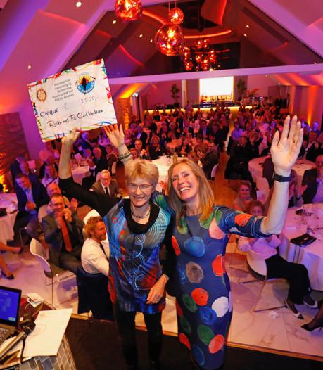 Benefietavond in Nieuwegein levert 25.000 euro op voor sinterklaascadeautjes, sportparkje en andere goede doelen