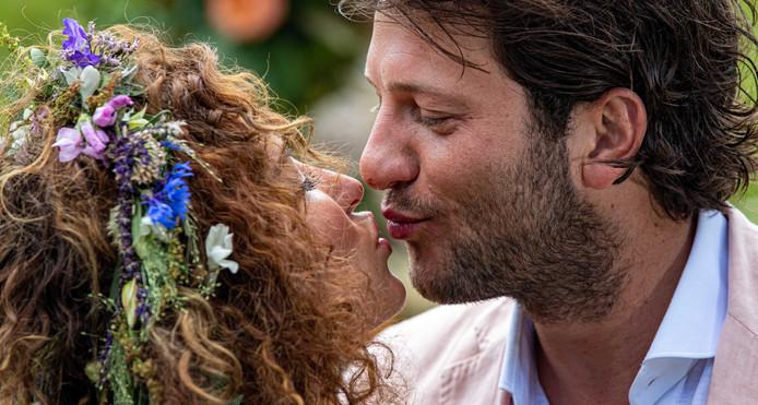 Tortelduifjes Katja En Freek Schitteren Op Huwelijksdag