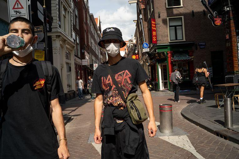 Mattia (19) draagt een bandshirt van Slayer. Beeld Maarten van der Kamp
