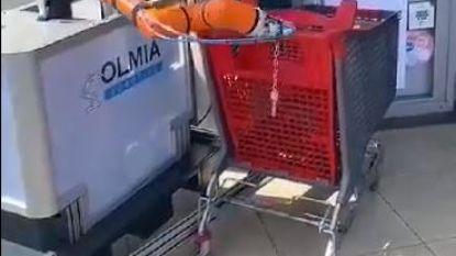 Uniek in België: robot ontsmet winkelkar bij AD Delhaize Roeselare