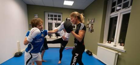 Krista maakt tieners weerbaar, desnoods met kickboksen: 'Je lost niet alles op met praten'