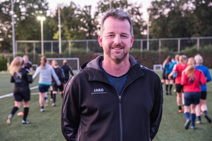 Marcel Nillissen, de nieuwe trainer van het vrouwenelftal van SSS'18 in Overloon.